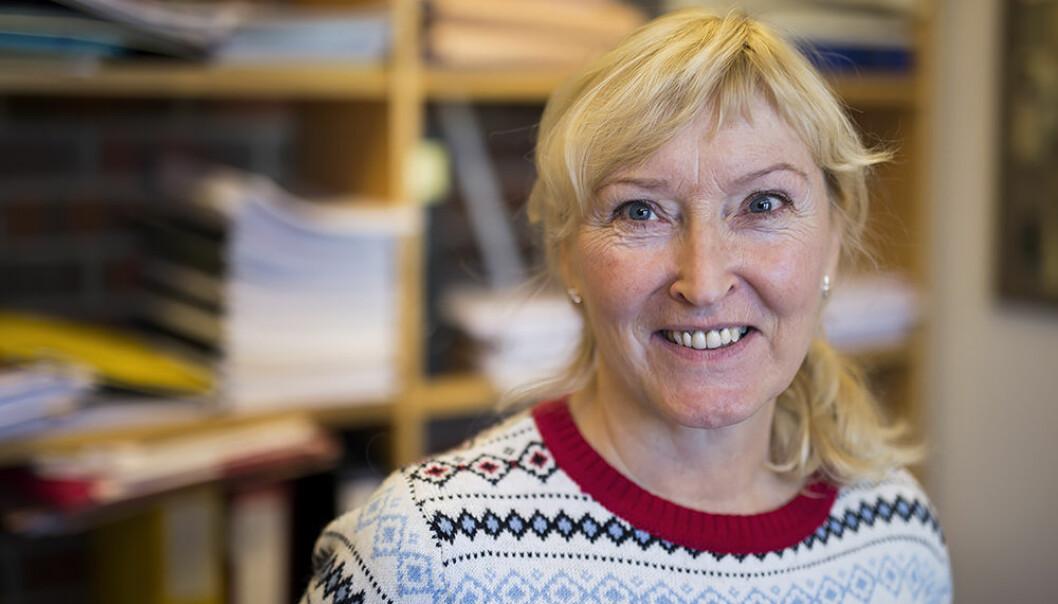 Turid Moldenæs er professor ved UiT Norges arktiske universitet. Hun er bekymret for om vitenskaplige ansatte i Norge har sovet for lenge i timen, og at det kanskje er for sent å snu prosessene som etter hennes syn går på bekostning av demokrati og medvirkning i kunnskapssektoren. Foto: Stig Brøndbo/UiT