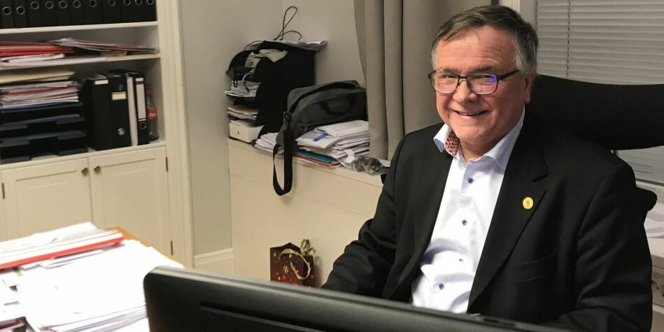 Direktør ved Universitetet i Bergen og BOTT-leder, Kjell Bernstrøm, har mange (side)gjøremål. Som leder av BOTT forhandler han fram ny HR-løsning som kan gi mer åpenhet om sidegjøremål i uh-sektoren på sikt. Foto: Tove Lie