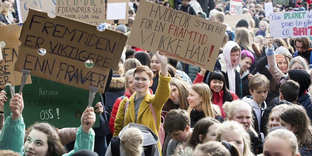 Tusenvis av studenter og skoleelever streiket og demonstrerte i Bergen torsdag, og aksjonen er bare den første av flere klimaaksjoner. Fredag 22. mars er det landsomfattende aksjoner. Foto: Silje Katrine Robinson