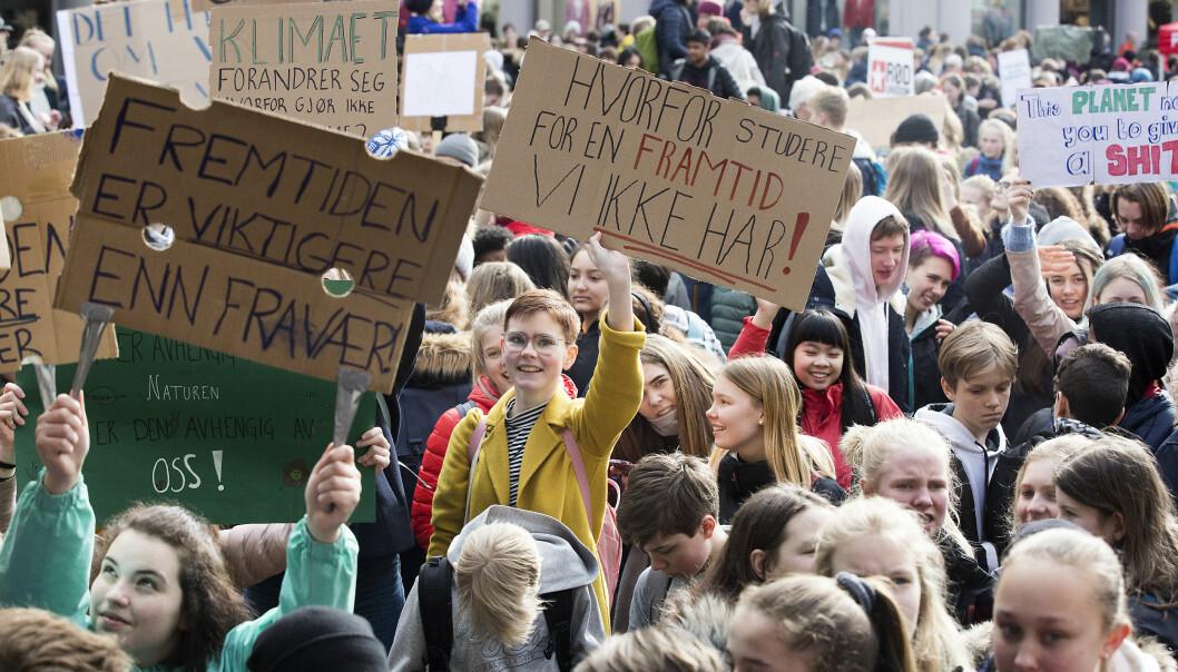 Tusenvis av studenter og skoleelever streiket og demonstrerte i Bergen torsdag, og aksjonen er bare den første av flere klimaaksjoner. Foto: Silje Katrine Robinson