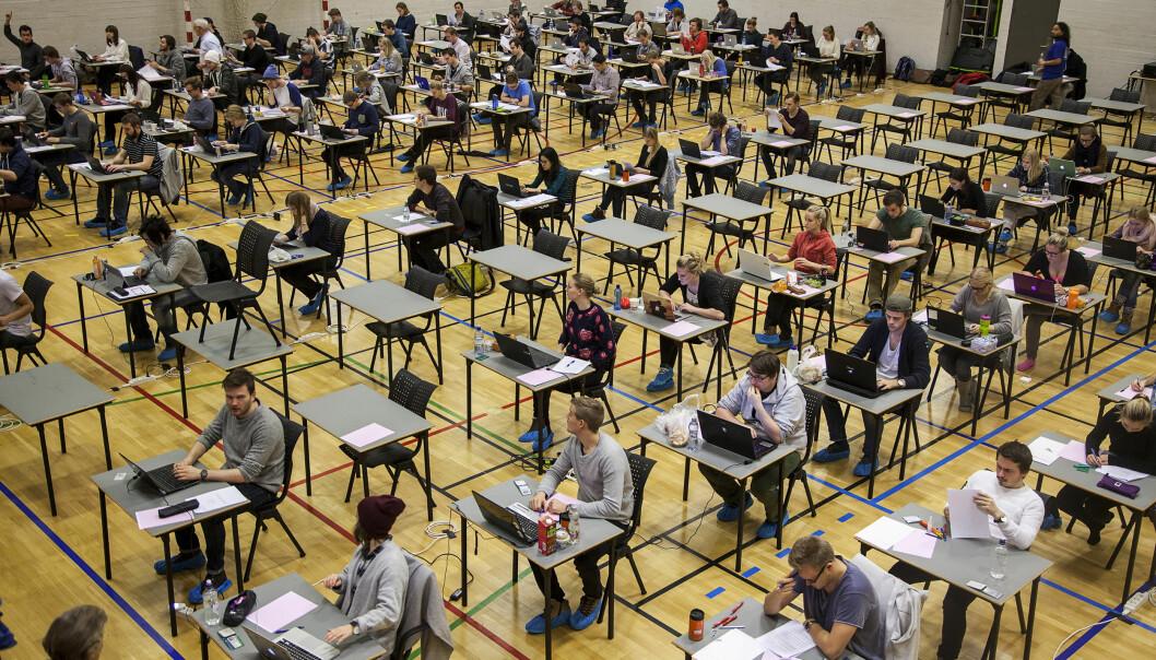 Privatister må fremdeles samles i store saler, men for andre videregående elever blir det ikke verken muntlig eller skriftlig eksamen i vår.