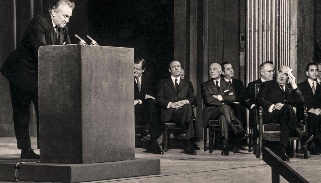 Sciences Po i Paris feiret hundreårsjubileum i 1972, og Stein talte til forsamlingen som president i IPSA, med blant andre president Georges Pompidou å podiet. Foto: Bjørn Henrichsens privatarkiv