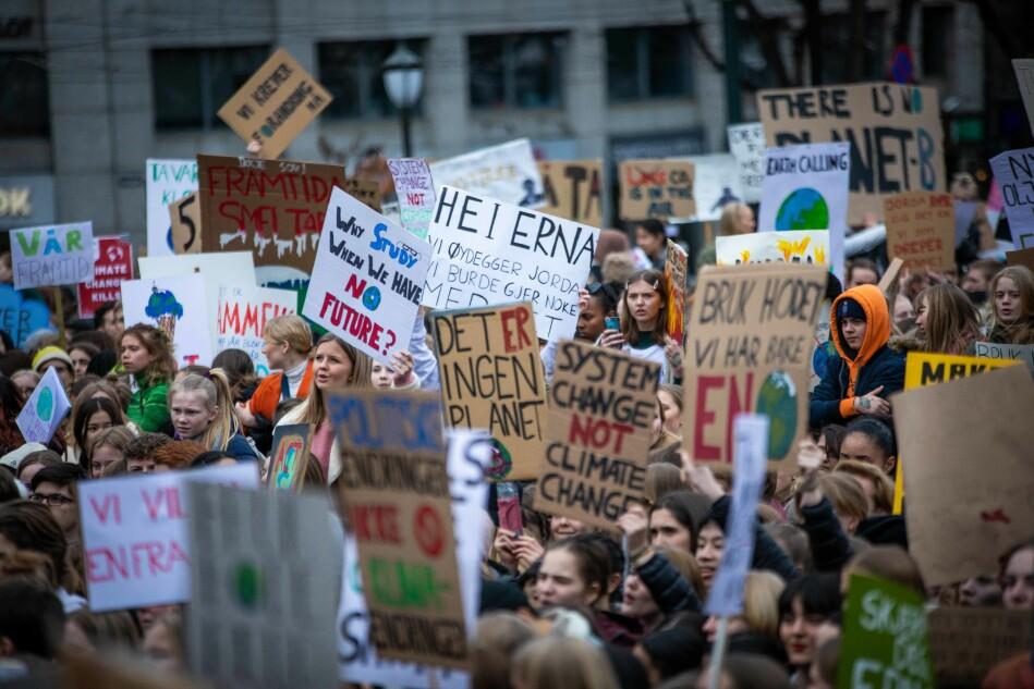 Medlemmer av fagforbundet Akademikerne opplyser at klimautfordringene er den viktigste valgkampsaken for dem i det kommende valget. Bildet er fra skolestreik i Oslo tidligere i vår. Foto: Siri Øverland Eriksen