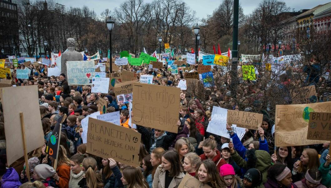 Å la være å streike for klima er å passivt forholde seg til holdbarheten til etablert empirisk kunnskap, skriver innleggsforfatteren. Bildet er fra skolestreiken for klimaet foran Stortinget, 22. mars. Foto: Siri Øverland Eriksen
