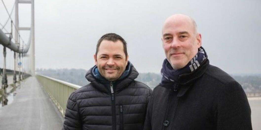 UiA-professor Jan Bang (t.v.) er nominert til TONOs komponistpris, her sammen med medkompinist Atle Henriksen på broa i Hull. Foto: Tom Arber/UIA