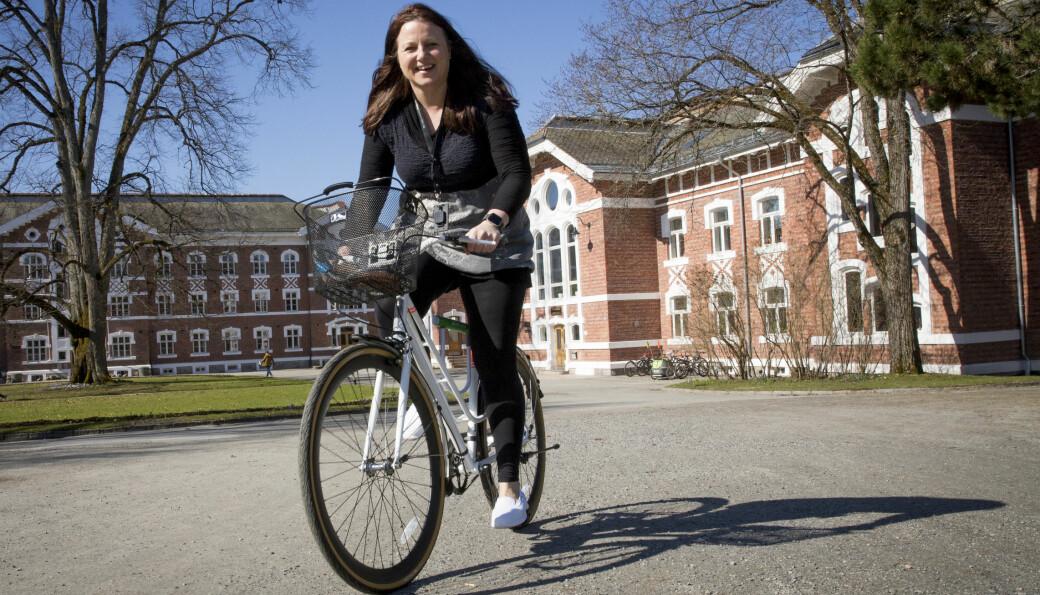 Hovedtillitsvalgt i Forskerforbundet ved NMBU, Lena Mari Kjøbli, mener det ville vært mer naturlig å inngå en avtale om etterlønn for påtroppende rektor Curt Rice heller enn en avtale om