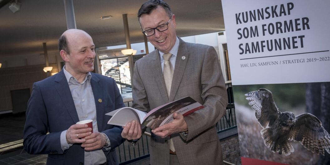 Karl Harald Søvig (t.v.) sitter i utvalget som skal vurdere ny universitets- og høgskolelov, her sammen med rektor Dag Rune Olsen Foto: Tor Farstad