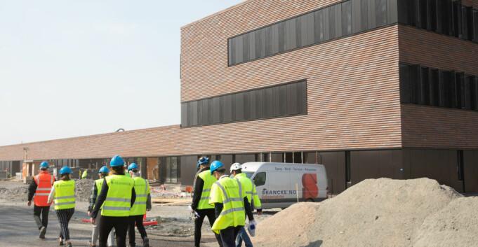 Bli med på en titt inn i Europas fremste veterinærbygg - ett år før åpningen