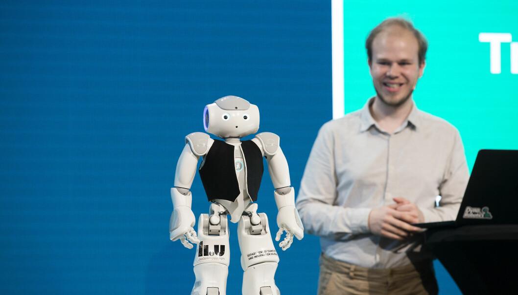 Elsa er en av Fredrik Löfgrens 30 roboter. Han presenterte den under Christiekonferansen i Bergen. Foto: Silje Katrine Robinson.