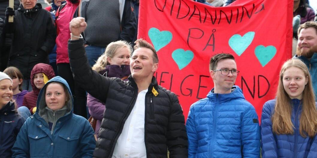 Da statsminister Erna Solberg var på rundtur til Helgeland og Trøndelag ble hun møtt av protester mot sykehusnedlegging og reaksjoner på planene om å legge ned utdanningen på tidligere Høgskolen i Nesna, i dag Nord campus Nesna. Foto: Jill-Mari Erichsen, Helgelendingen
