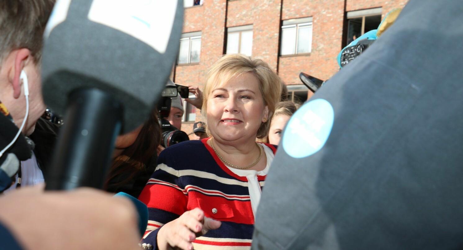 Under sitt besøk i Sandnessjøen for to uker siden ble statsminister Erna Solberg møtt av 1500 demonstranter som slåss for sykehus og utdanningstilbud på Helgelandskysten. Foto: Jill-Mari Erichsen, Helgelendingen