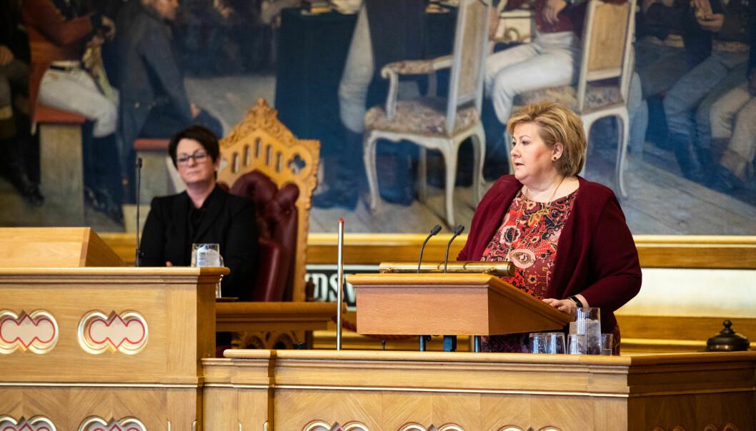 Erna Solberg svarte på spørsmål om Nord universitet under stortingets spørretime 8. mai. — Jeg håper vi får én smitteeffekt, og det er at vi løfter kvaliteten, sa Solberg. Foto: Stortinget