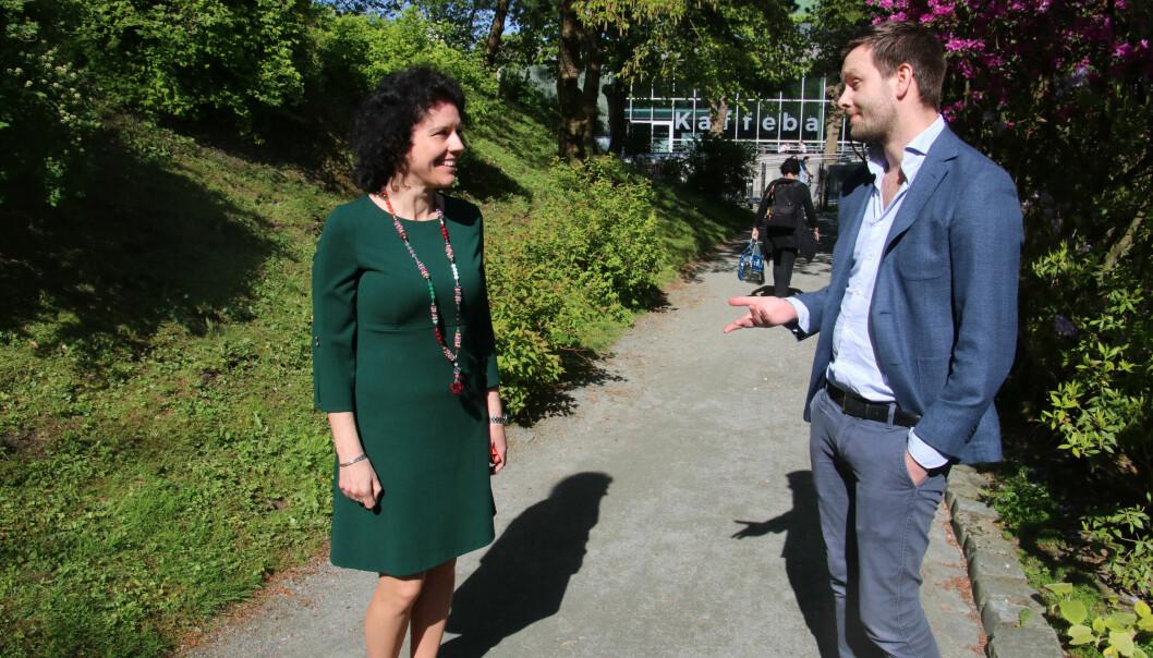 Maria-Carme Torras Calvo og Paul Simon Svanberg er stort sett fornøyde med Elsevier-avtalen. Foto: Dag Hellesund