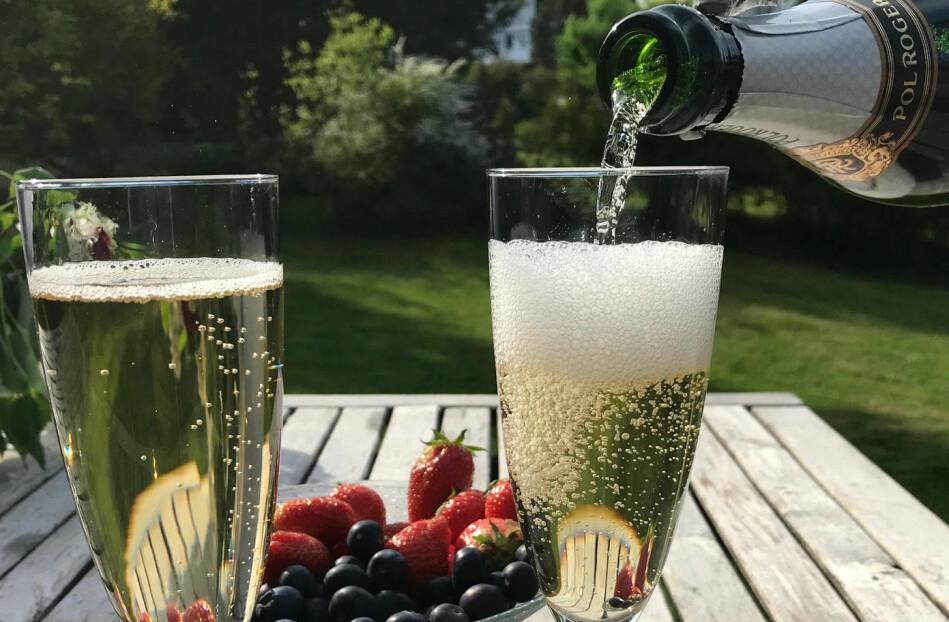 Abelprisvinner Karen Uhlenbecks teorier omfatter langt mer enn bobler i champagnen selvsagt og gir svar på generelle minimeringsproblemer i høyere dimensjoner, skriver rektor ved Universitetet i Oslo, Svein Stølen. Foto: Svein Stølen