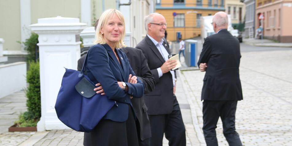 Prorektor Margareth Hagen og viserektor Robert Bjerknes ved Universitetet i Bergen kommer med sine synspunkter rundt virkemiddelgjennomgangen. Foto: Dag Hellesund