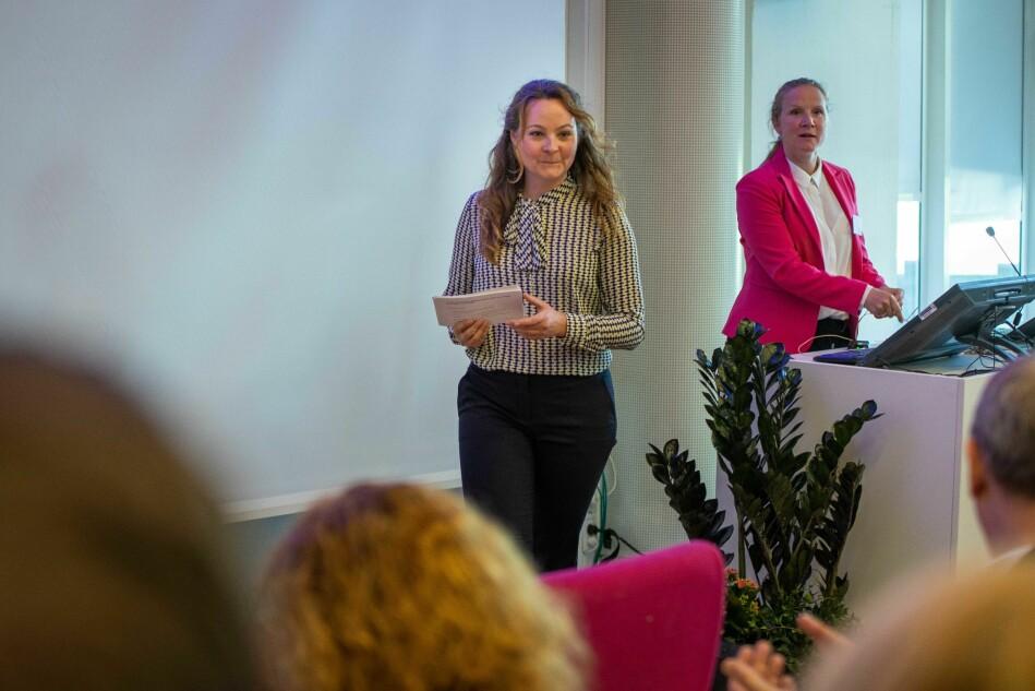 Statssekretær Rebekka Borsch på seminar i regi av Universitets- og høgskolerådet. Seminaret ledes av Mari Sundli Tveit. Foto: Siri Øverland Eriksen