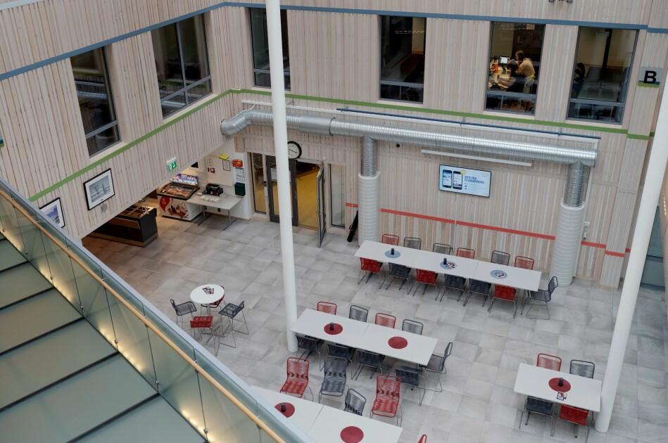 I eit av seminarromma på Campus Helgeland i Mo i Rana er det eksamensarbeid. Ifølgje planen til Nord-leiinga skal ingen flyttast frå Mo i Rana. Foto: Paul S. Amundsen