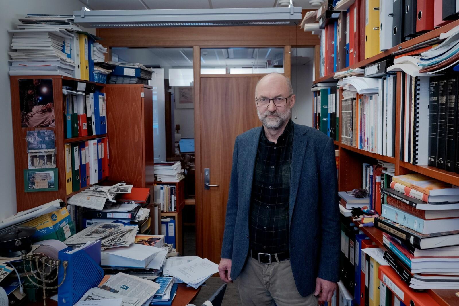Tor-Helge Allern er ein av dei hardaste krtikarane av strukturprosessen ved Nord universitet. Han har arbeidd på Nesna sidan 1990. Foto: Paul S. Amundsen