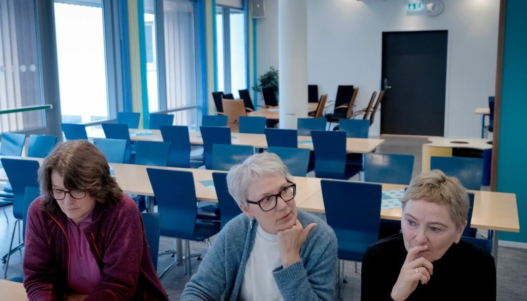 Dei fleste tilsette kan vente seg tilbod om jobb ved Nord universitet i Bodø når arbeidsplassen på Nesna forsvinn i 2022. Frå venstre Anne-Lise Wie, Marian Børli Sivertsen og Katrine Fosshei. Foto: Paul S. Amundsen