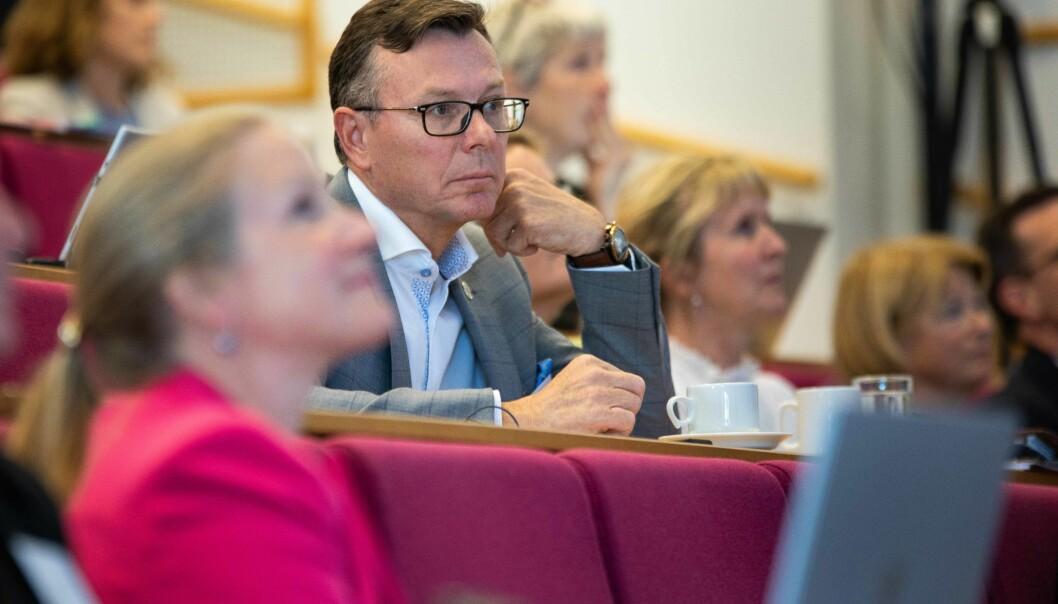 Dag Rune Olsen er ny leder for UHR. I forgrunnen avtroppende leder Mari Sundli Tveit. Foto: Siri Øverland Eriksen