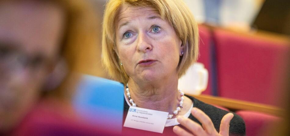 Rektor Anne Husebekk ved UiT Norges arktiske universitet ville blitt bekymret og forundre dersom statsråden blandet seg for mye inn i organiseringen av universitetet. Foto: Siri Øverland Eriksen