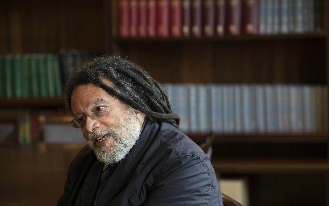 Kanskje hadde det blitt mindre bråk om statuer dersom rasisme i samfunnet hadde blitt tatt skikkeleg tak i, mener professor Paul Gilroy. — Rasismen finnes, og det er vi nødt til å gjøre noe med, sier han.