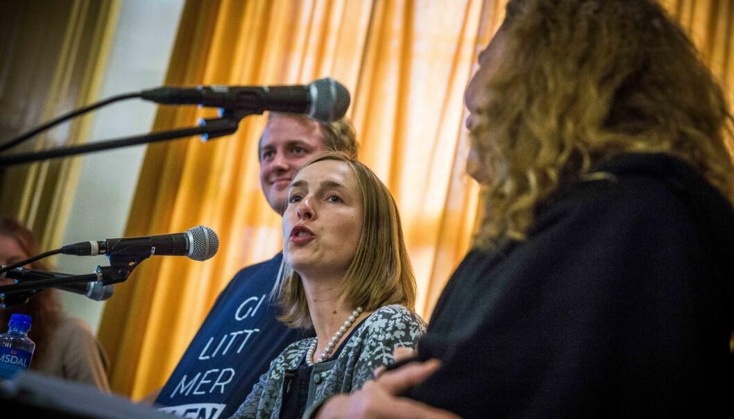 Leder for Norsk studentorganisasjon (NSO) Håkon Randgaard Mikalsen (i bakgrunnen) og Iselin Nybø kommer med innspill til landets studentsamskipnader. Foto: Siri Øverland Eriksen