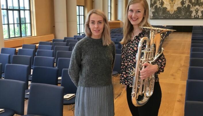 Mari Galambos Grue og Siri Aastad Kvaleid hadde store konserter i universitetsaulaen ved Universitetet i Bergen i 2019. Årets avgangsstudenter må klare seg uten publikum i salen når de har sine eksamenskonserter.
