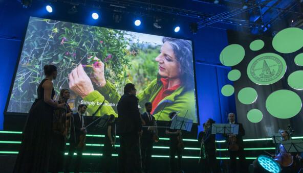 Planteøkologen Sandra M. Díaz mottok Gunnerusprisen for sitt eksepsjonelle arbeid for biologisk mangfald. Foto: Thor Nielsen/NTNU, The Big Challenge Science Festival