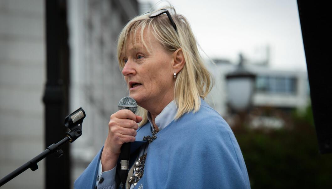 Ordfører i Nesna kommune, Hanne Davidsen, under bunadsdemonstrasjon foran Stortinget tidligere i høst. Foto: Runhild Heggem
