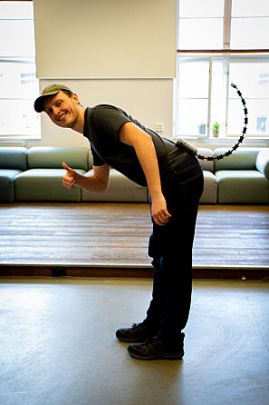Halen beveger seg etter kroppsbevegelse til bærer, både til høyre og ventre, men også fremover og bakover. Foto: Runhild Heggem.