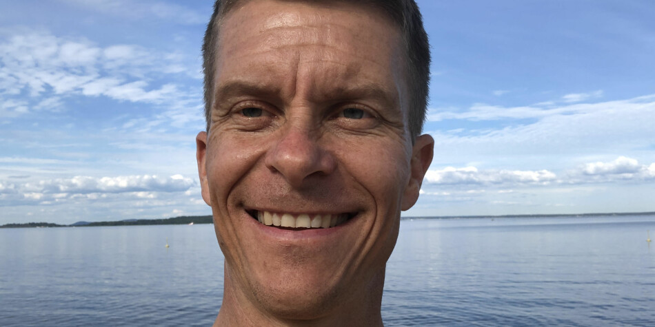 Fastlege og førstelektor ved Universitetet i Sørøst-Norge og Høyskolen Kristiania, Ole Petter Hjelle, har skrevet bok og fullført doktorgraden siste år, men skulle gjerne vært redningsmann i Luftambulansen. Foto: Privat