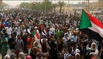 Hovedgatene i Khartoum var stappfulle av folk søndag. Foto: Privat