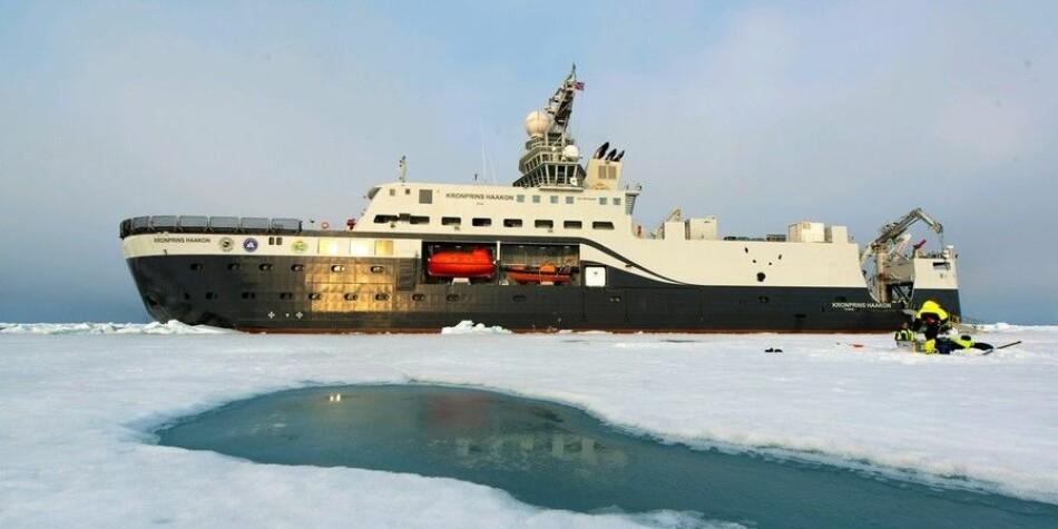 Isbryteren Kronprins Haakon under et tidlegere tokt. Skipet kom onsdag til Harstad der det skal i tørrdokk for inspeksjon. Foto: Andreas Wolden / Havforskingsinstituttet