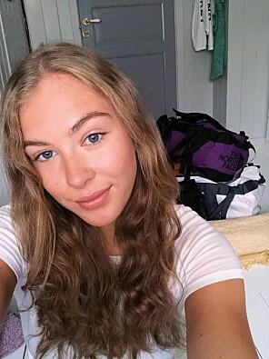 Julia Jensen (20) teller dagene før hun skal flytte til Bergen for å studere.