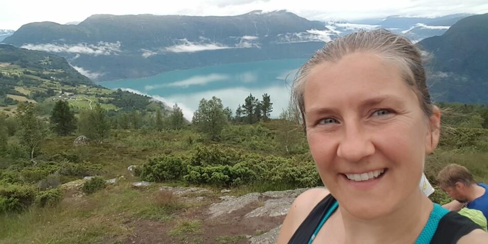 Fjell og fjord er viktig for hovudverneombod ved OsloMet, BMarthe Eikum Tang. Barna hennar var med på skulestreik for klimaet - det har ført til gode diskusjonar i heimen og påverka mellom anna feriedestinasjon. Foto: Privat