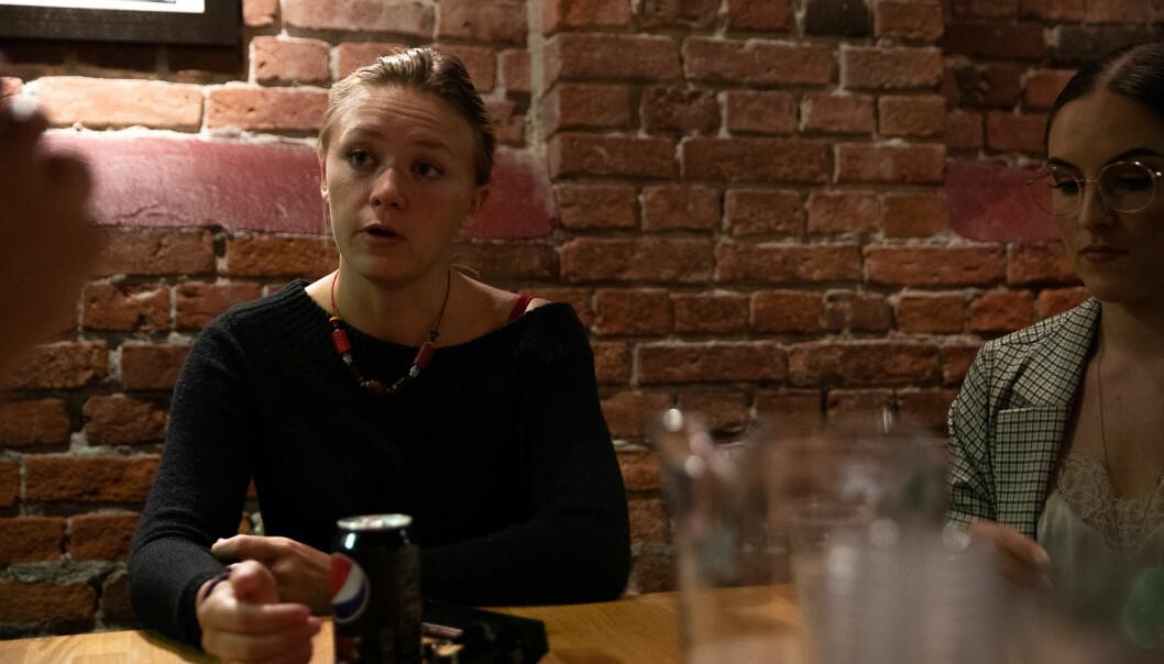 Leder for Samfunnet Bislet, Eirin Kornelia G. Østensen, sier studentpuben har ekstra fokus på trygghet i fadderukene. I forbindelse med studiestart har de utvidet pubens åpningstider, og håper å signalisere at studentpubene dreier seg om mer enn bare alkoholinntak. Foto: Mina Ræge