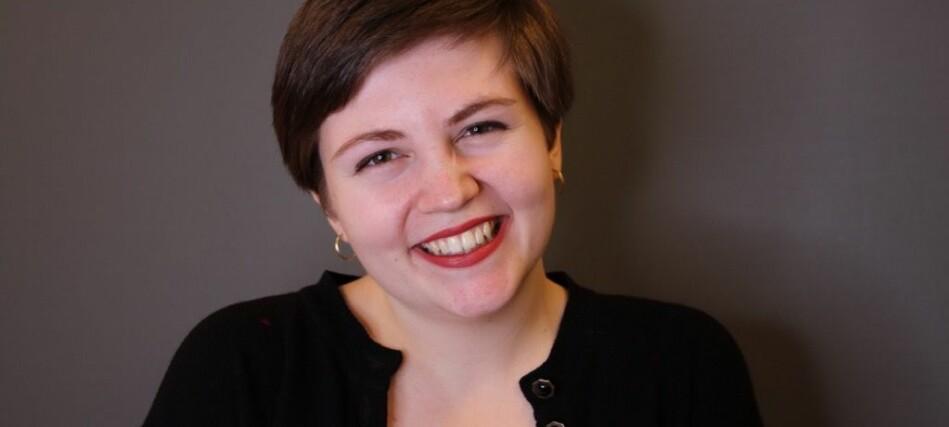 Organisatorisk nestleder i KrFU, Edel-Marie Haukland, sier hun selv har positive erfaringer som åpen kristen og student. Hun oppfordrer andre kristne studenter til å finne trygge fellesskap hvor man kan utfordre og utvikle seg selv. Foto: Astrid-Therese Theisen