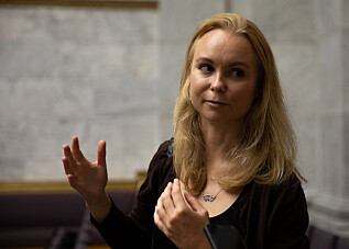 Stoveland har alltid vært interessert i kunst, men visste ikke alltid at det var konservator hun ville bli. Først da hun studerte kunsthistorie i Bergen lærte hun om yrket. Nå er hun verdens første som tar doktorgrad i konservering av aulamaleriene. Foto: Mina Ræge.