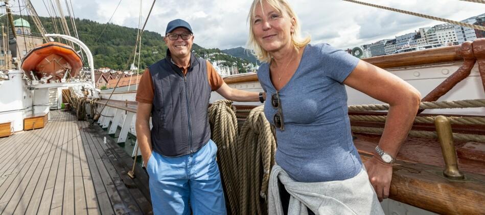 Rektor Dag Rune Olsen og prorektor Margareth Hagen gler seg til tre døgn ombord på Statsraad Lehmkuhl på veg frå Bergen til Arendal. Foto: Tor Farstad