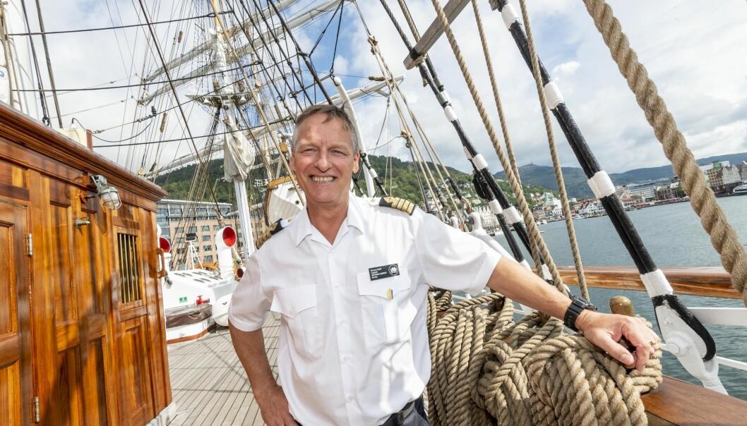 Marcus Seidl er kaptein. Han er van med å ha ulike typar mannskap ombord - sjølv om det òg er nokre med som verkeleg kan segla. Foto: Tor Farstad