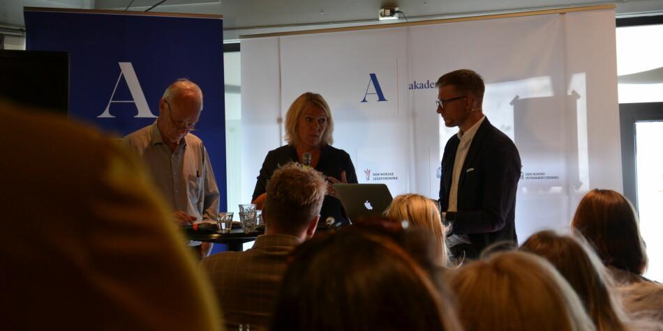 Forholdet mellom politikk og forskning ble diskutert på Arendalsuka tirsdag. T.v: Per Olaf Lundteigen (Sp), Kristin Clemet (Civita) og Svein Tore Bergestuen (debattleder). Foto: Amanda Schei