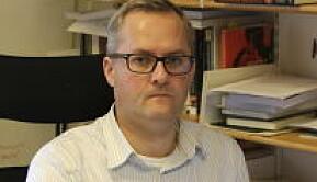 Instituttleiar Jan Oskar Engene ønskjer at samanliknande politikk skal vera eit eige institutt.