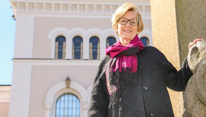 Stakkars studentar, humrar professor Anne Lise Fimreite. Allereie første semesteret etter at ho hadde vore leiar i mange år, hadde ho litt undervisning.