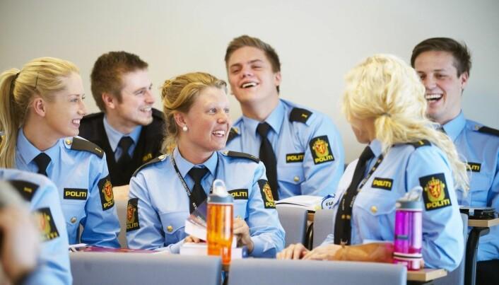 Politihøgskolen fekk full høgskoleakkreditering i 2004 og tilbyr i dag både bahcelor- og mastergrad for studentane sine.