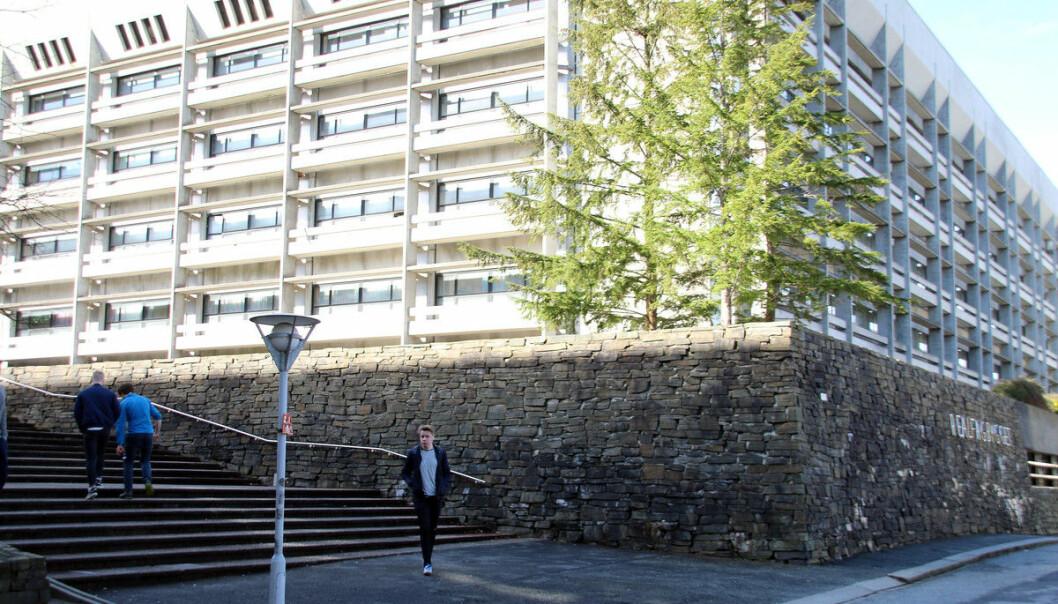 Institutt for fysikk og teknologi er ein del av Det matematisk-naturvitskapelege fakultetet ved Universitetet i Bergen.