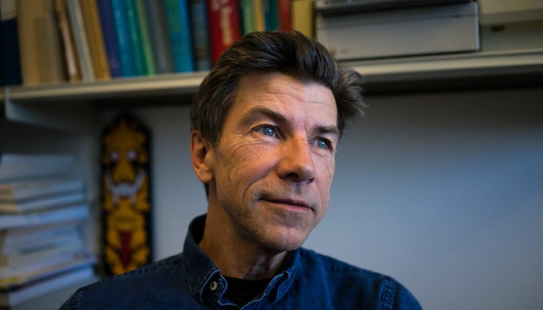— Det lille jeg reiser er stort sett innenlands. Jeg er selektiv med hvilke konferanser jeg drar på, sier professor ved Universitetet i Oslo, Dag O. Hessen.