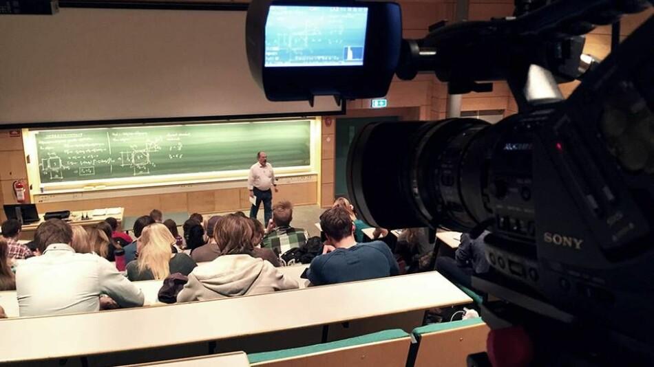 """Vi tenker at opptak av monologbaserte forelesninger ikke er særlig moderne, skriver seniorrådgiver i pedagogikk ved NHH, Frank Mortensen. Foto: Morten Nystumo/<span class=""""caps"""">NTNU</span>"""