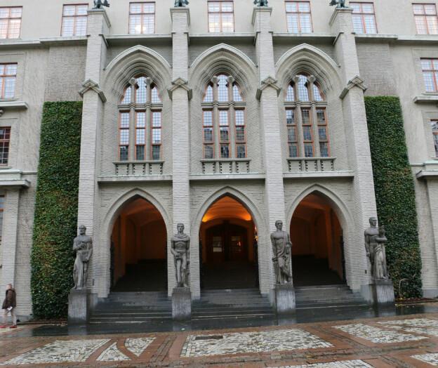 Bedrageri-tiltalt professor i retten: — Jeg stolte ikke på noen ved UiB