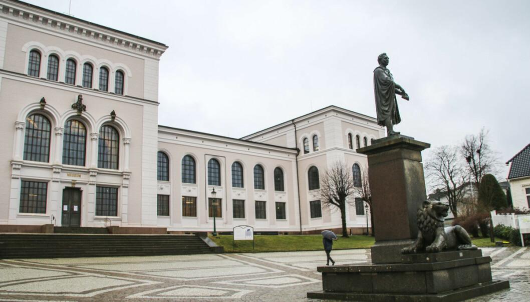Christiestatua på Museplass, Universitetet i Bergen (UiB).